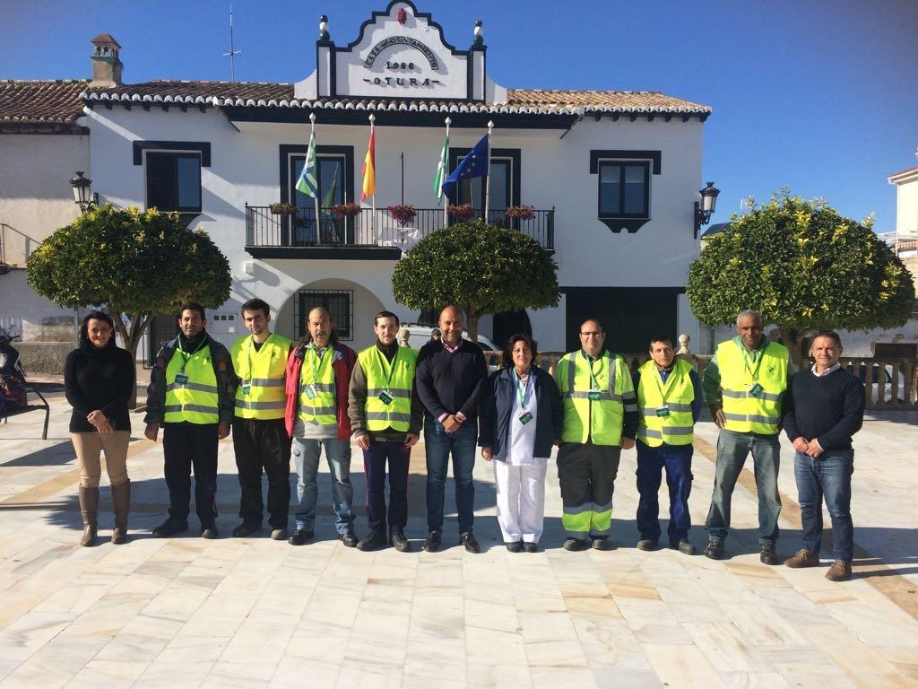 El alcalde, Nazario Montes, recibe a los nuevos empleados en el Ayuntamitno