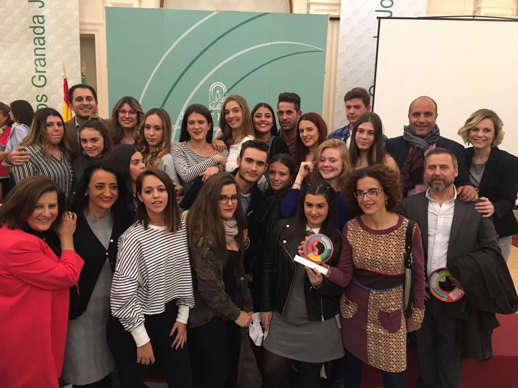 El alcalde de Otura, Nazario Montes, y los concejales de Educación, Cultura y Juventud acompañan a ValorArte en los premios Granada Joven