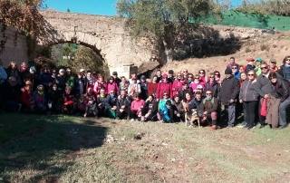Foto de familia de la Ruta por la Acequia en el Acueducto del Arco