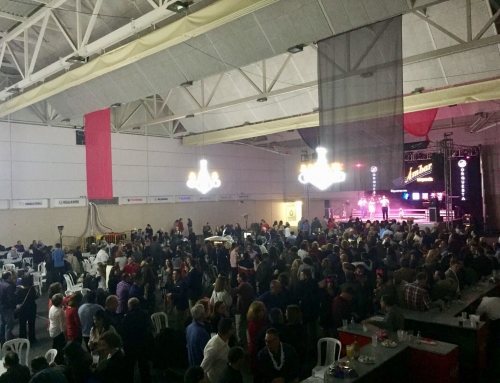 El Ayuntamiento organiza un exitoso Cotillón de Nochevieja con lleno en el Pabellón Deyre