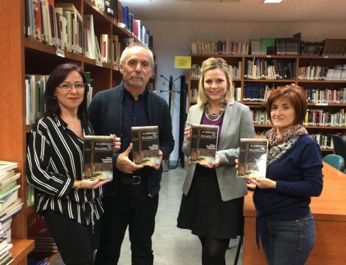 """Presentación del libro de Matías Fernández Salmerón """"El librero de Hamelín"""" en la biblioteca municipal"""
