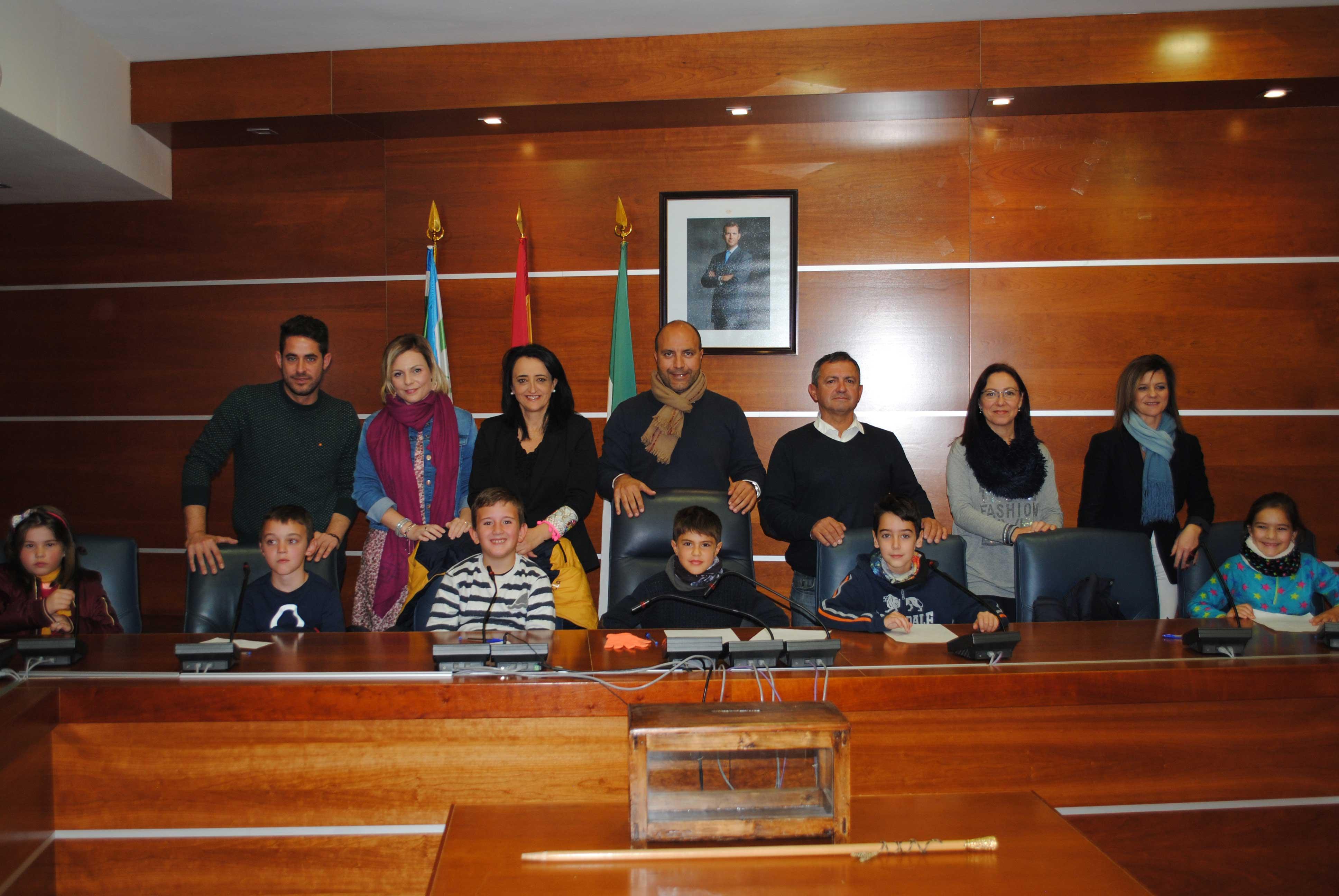 El Ayuntamiento elige a los alcaldes de 3º y 4º del Virgen de la Paz para conmemorar el Día de la Constitución